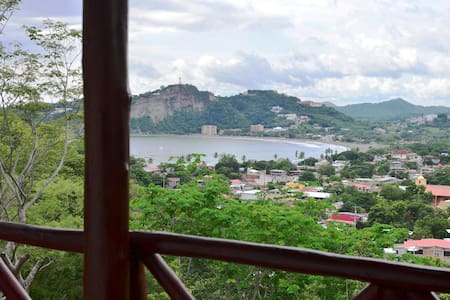 KING bed w/bath & breakfast: CA-Tree House Cottage - San Juan Del Sur