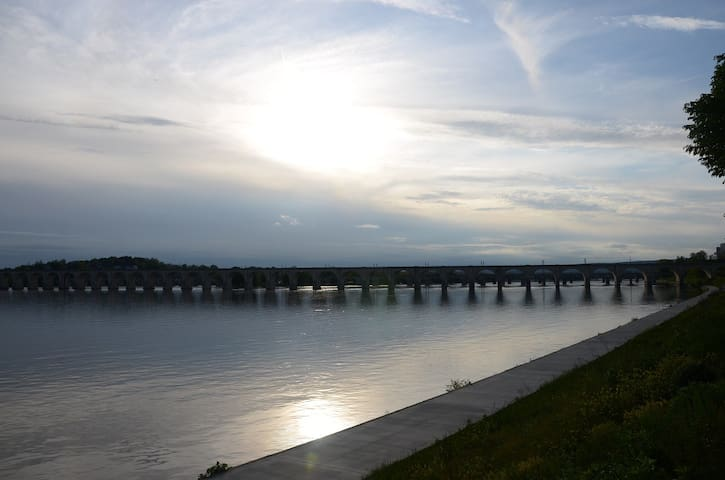 Water front & beautiful sunset views in Harrisburg - Harrisburg - บ้าน