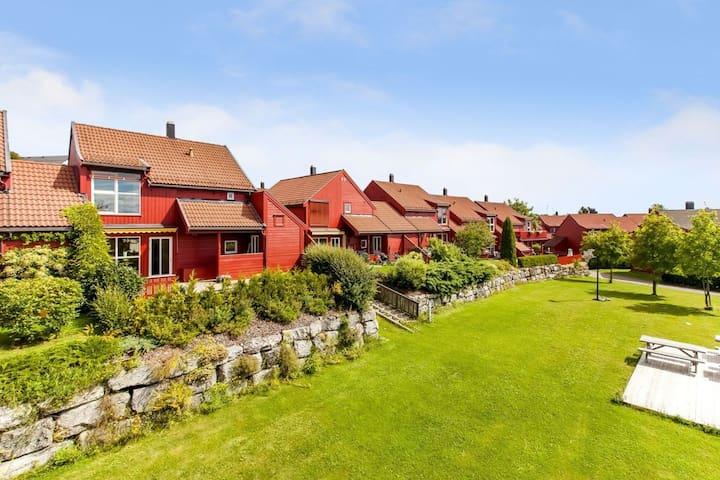 Barnevennlig hus i idylliske omgivelser - Hamar - Dům