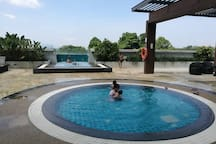 Kids Pool and Jacuzzi