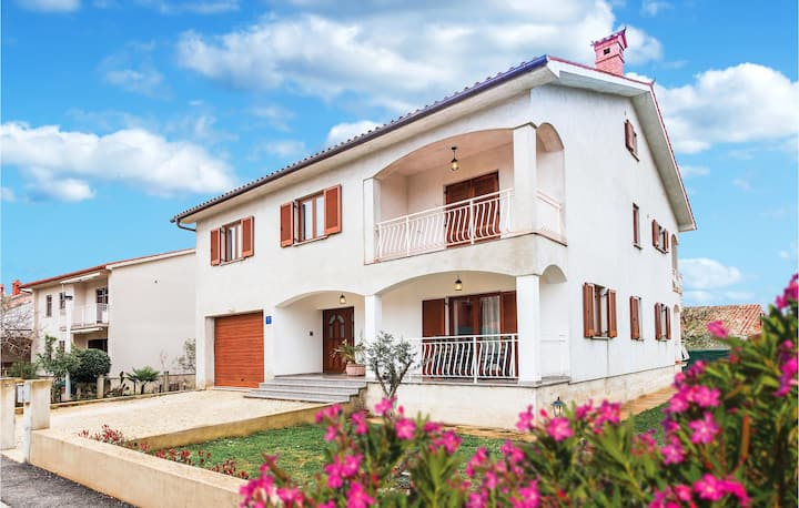 Stunning home in Fazana with WiFi and 1 Bedrooms