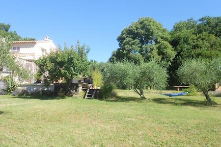 Maison dans la campagne  vue sur le mont ventoux - Fontarèches