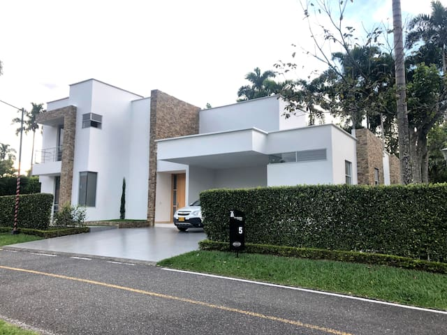 Amazing Modern Home in Cerritos