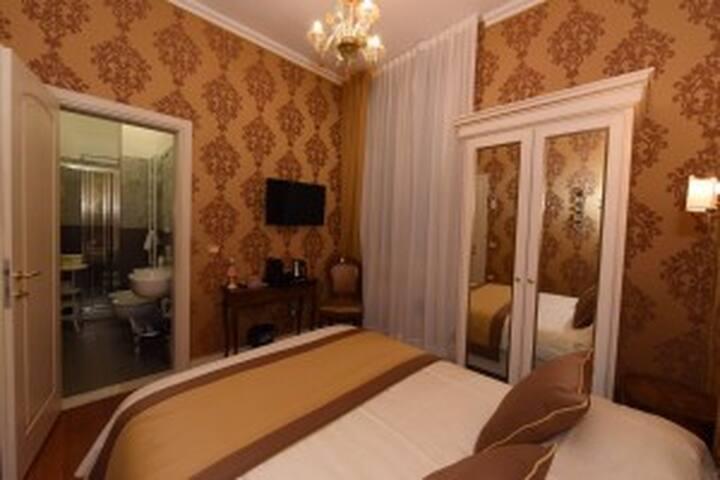 GUESTHOUSE40.17 SANMARCO MORETA ECONOMY SMALL ROOM
