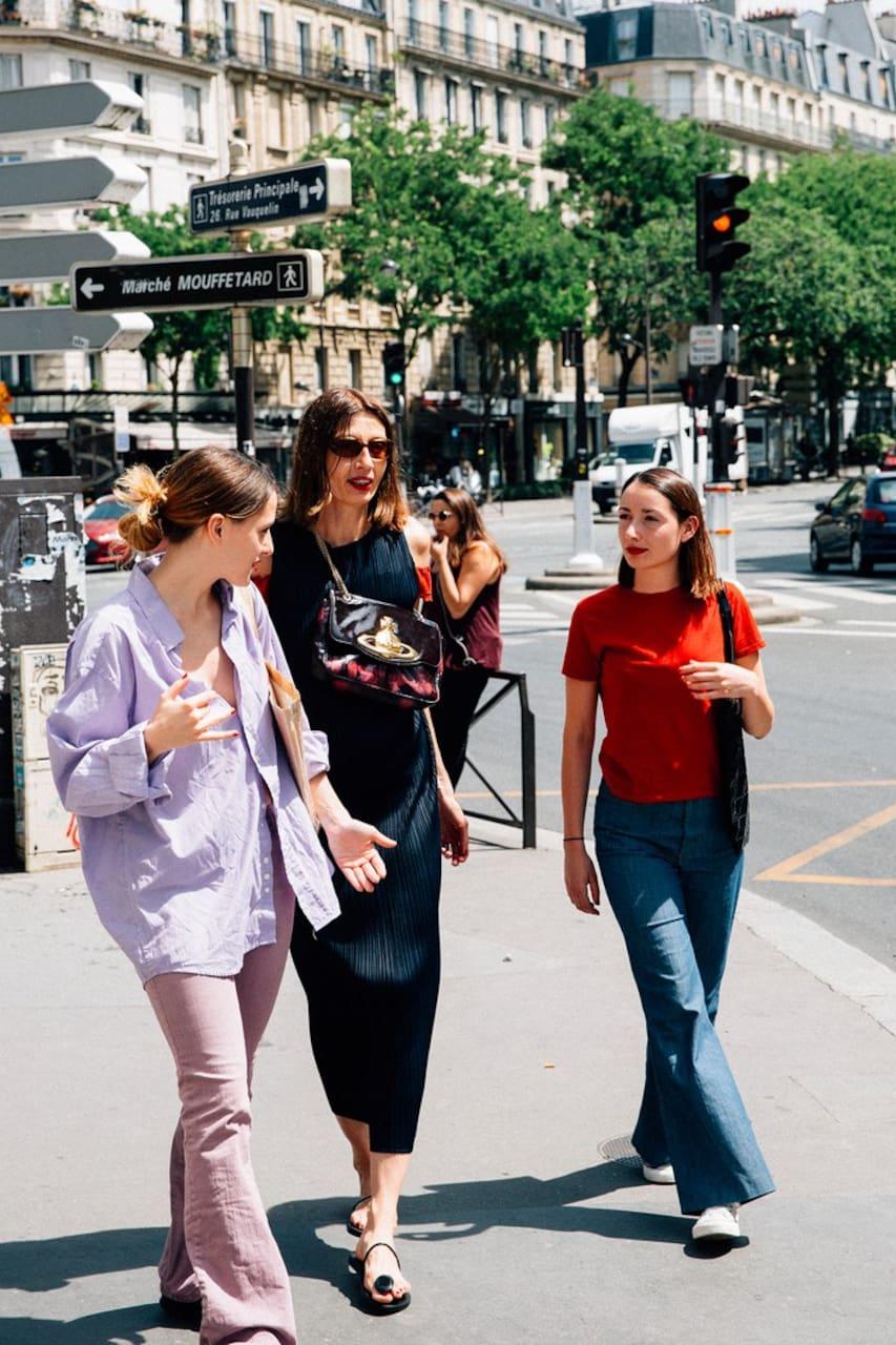 Three women at a shopping street in Paris