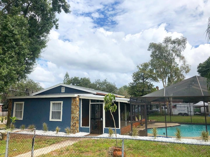 Farmhouse by the River! Minutes from Tampa