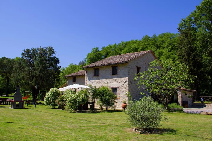 Sfeervolle vakantiewoning in Pietrafitta Umbria met tuin