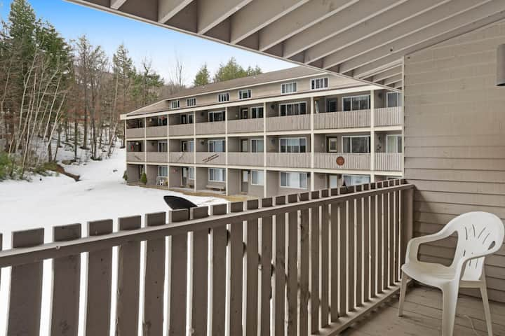 Ski-in/ski-out condo with shared pool & hot tub! Just steps away from ski lift!