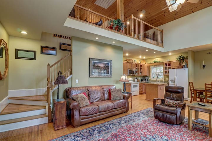 Riverfront home w/ fireplace, porch - outdoor firepit!