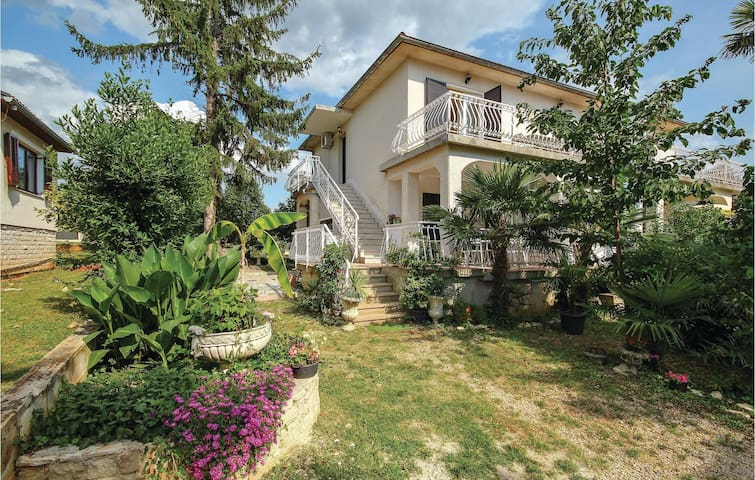 Holiday apartment with 2 bedrooms on 63m² in Lovrecica