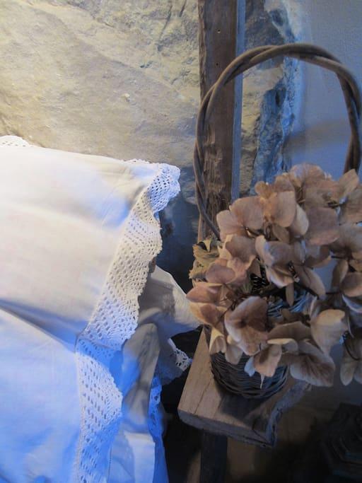 vintage bedlinen mixed with ikea bedding | la biancharia vintage con Ikea