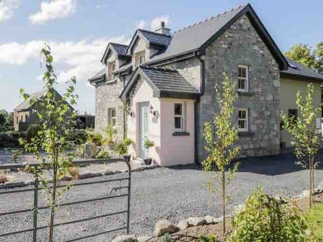 Beautifully renovated stone Cottage