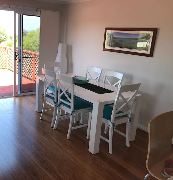 Dining area comfortably seats 6+
