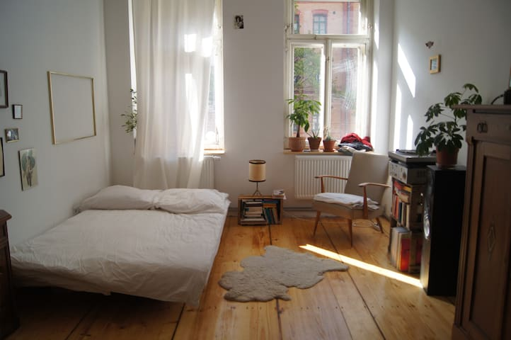 Beautiful room in old building flat - Leipzig - Daire
