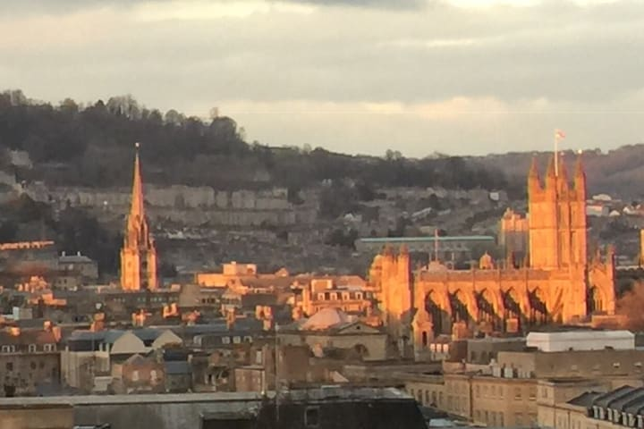Stunning rooms with views over Bath plus parking.