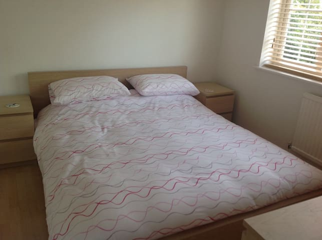 Private Double Bedroom - Newport Pagnell - Casa