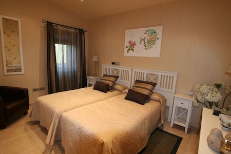 Suite Romantica Hotel Masia Rustica siglo XVI - Mollet de Peralada - 公寓