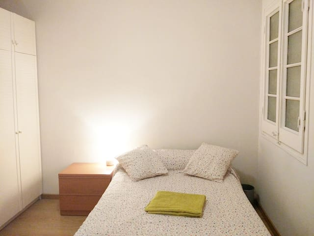 Comfortable double room in city center - Long Term