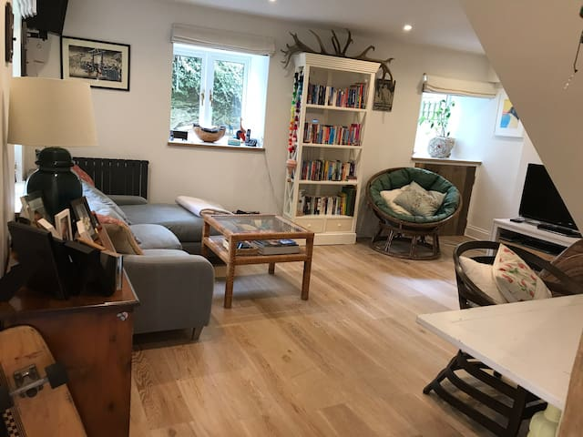 Cosy modern barn conversion with great local pub
