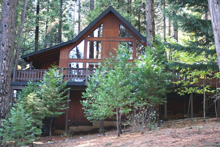 Renovated Blue Lake Springs chalet in Arnold, CA.