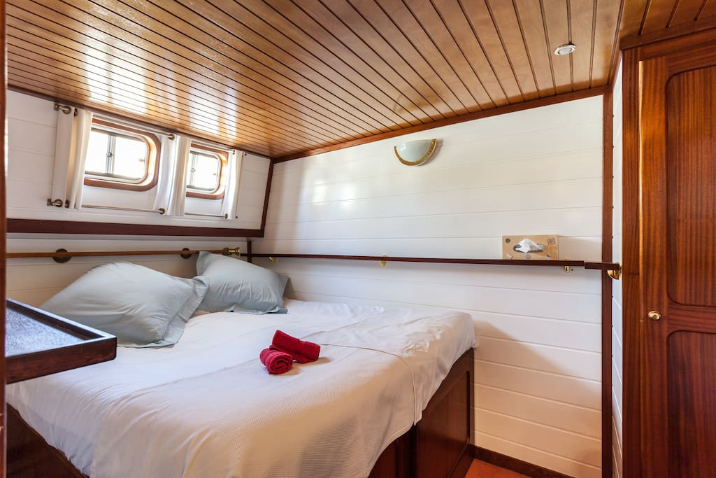 Queen bed in the bow cabin.