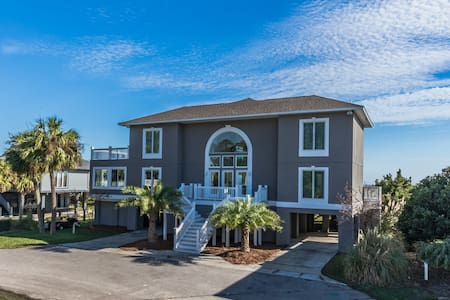 Spacious Beachfront Luxe at a Great Price