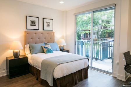 Brand New One-bedroom with a Cozy Spacious Patio - Los Angeles