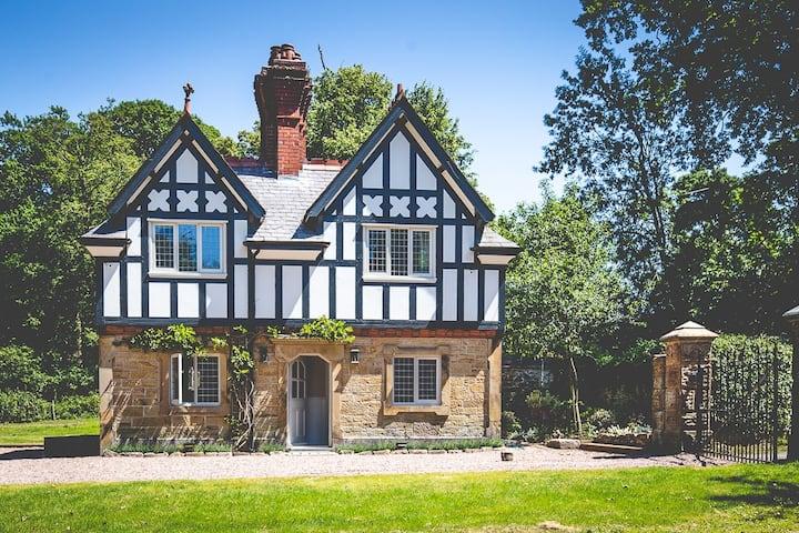 Top Lodge - Soughton Hall