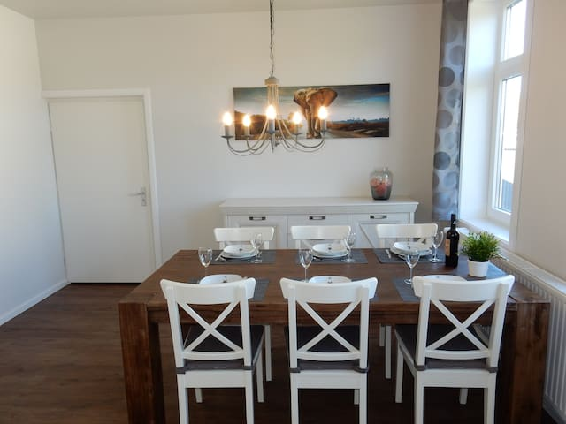 Large Holiday Appartment mit dining room