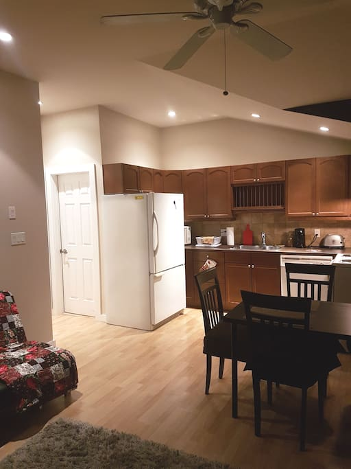 Dishwasher, microwave, full size fridge, stove and oven are for your comfort.