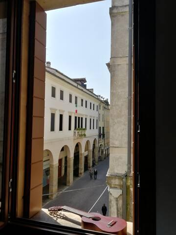 Camera singola con vista su piazza dei signori