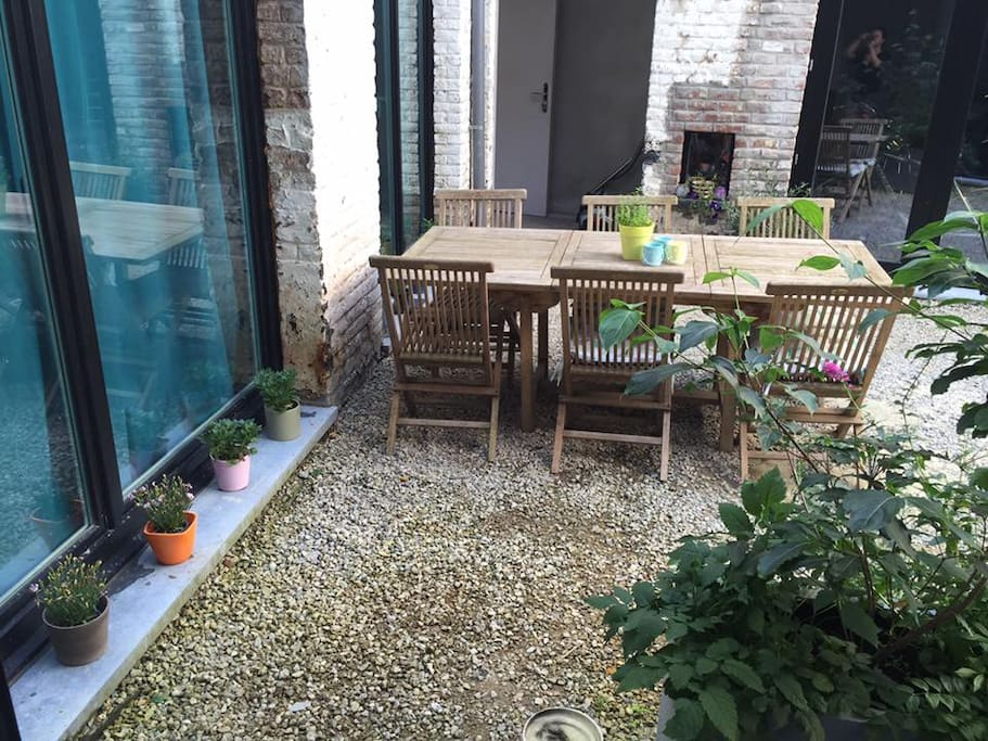 Shared outdoor courtyard with bbq