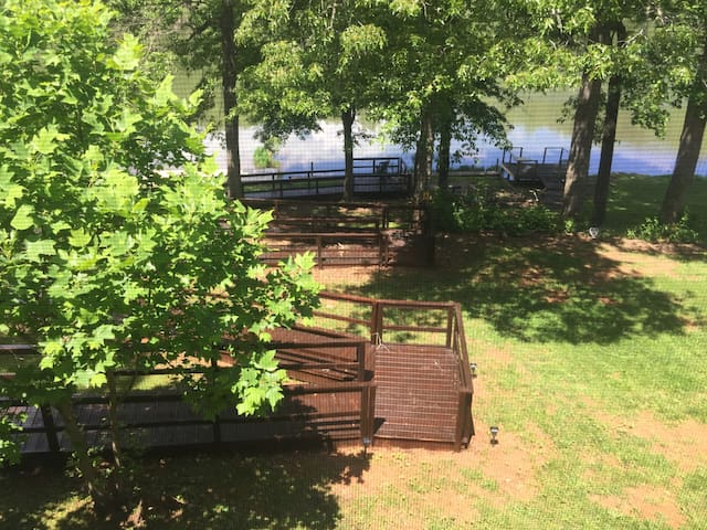 Lil Piece of Heaven Lake house-handicap access!