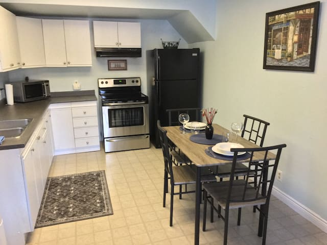 2 bdrm, waterfront, with kitchen - Huntsville - Flat