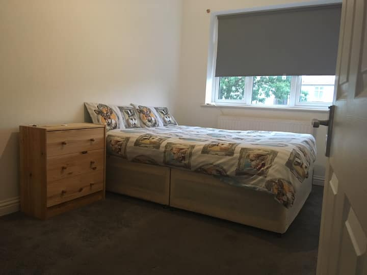 Modern Bright Sunny Double Room in Wembley Central