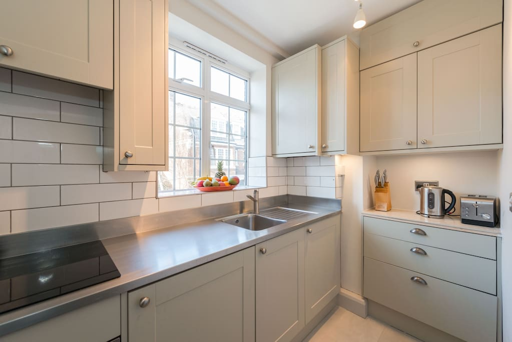 The kitchen has an oven/hob, fridge freezer, washing machine, microwave, toaster and kettle