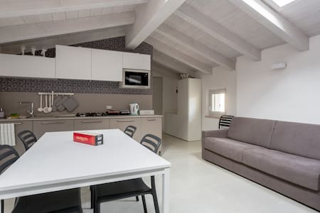 Top Level & Central Apartment with Private Parking - Bardolino - 公寓