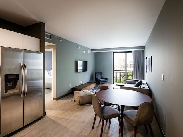 NUOVO | Roomy 1 Bedroom near the airport