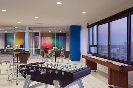 Downtown Gem w/ Rooftop Pool, Gym, and Spa - Apartment