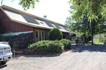 Rural Goldendale, WA 1 bedroom apartment.