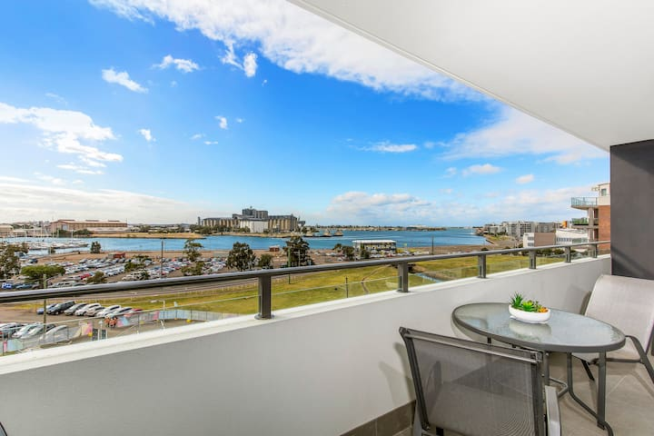 Luxury Apartments with AMAZING HARBOUR VIEWS!!