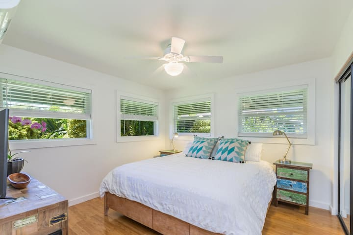 Master Bedroom with AC and TV, King Size Bed