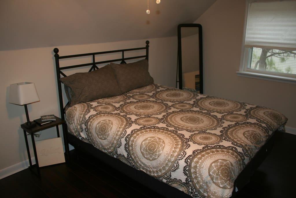 Guest suite bedroom with queen size bed