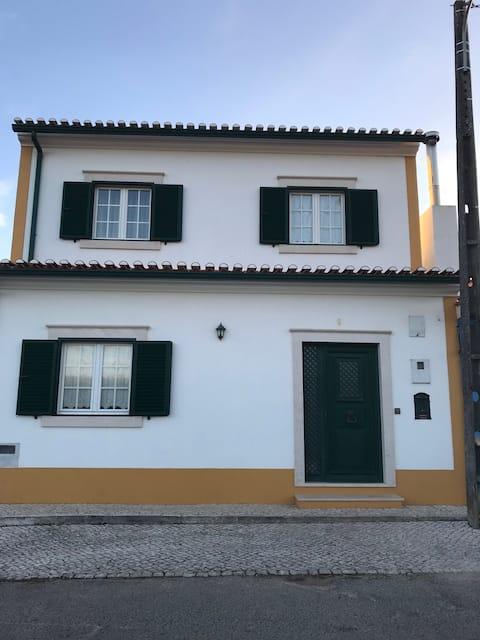 Belle maison au calme  dans un village typique