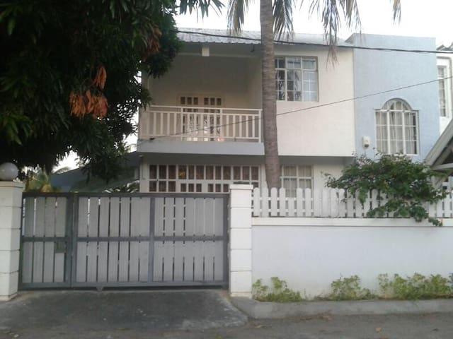 Villa située à 3 mins de la plage de Flic En Flac