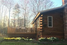 Cozy Cabin Retreat w/Hot Tub - 2 hrs from Boston