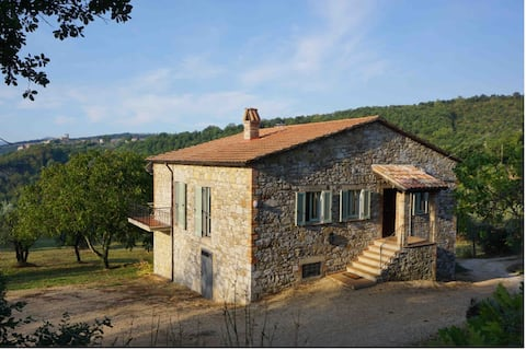 Stylish Umbrian farmhouse in stunning countryside