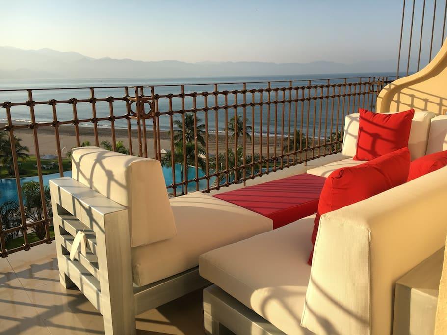 BRAND NEW lounge furnitures to relax and see the OCEAN VIEW. Muebles nuevos para disfrutar de la vista.  Mueble, se convierte en camastro.