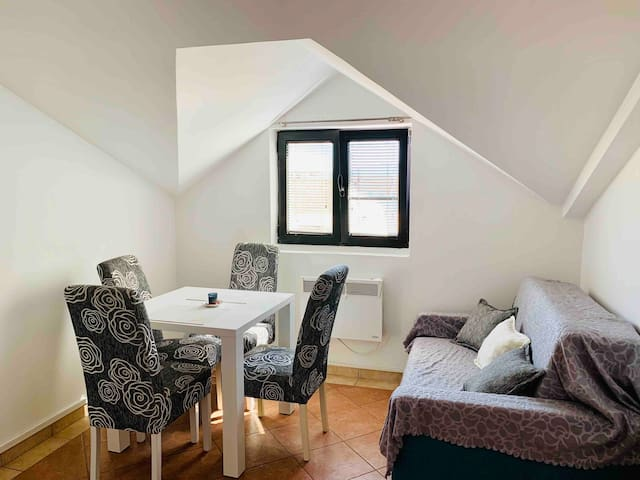 Sunny guest house Tanjga 1bd 2 min from the sea