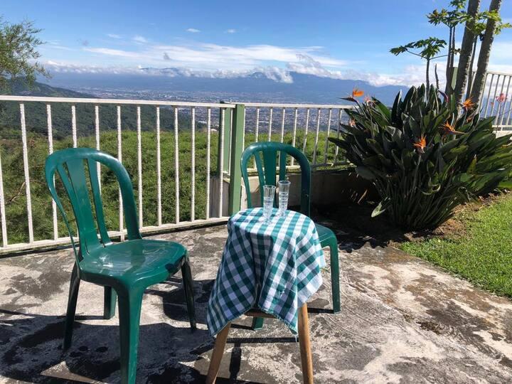 Apartamento en la montaña con vista a San José